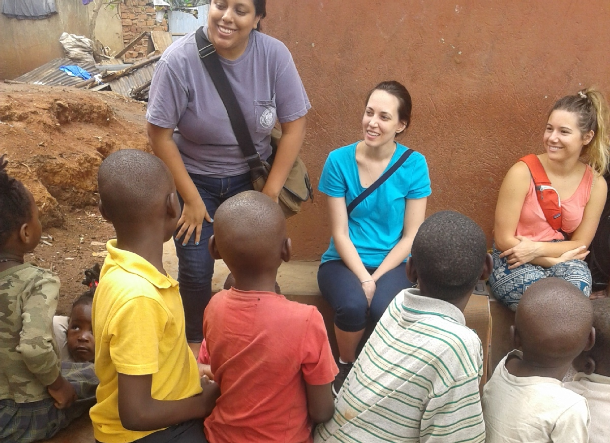Volunteer with Children Reachout Uganda