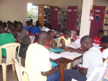 Volunteer with SIAYA COMMUNITY LIBRARY